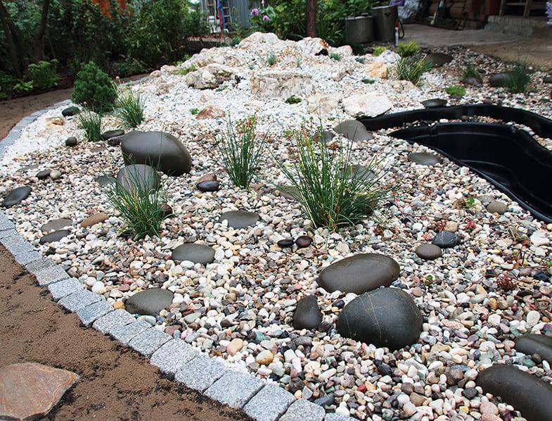 Rockery with pond insert